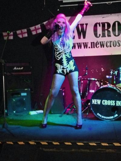 DOLLS Live @ New Cross Inn - Photo: Christian Jelic